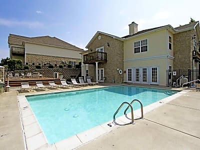 Pepperwood Apartments - Independence, Missouri 64057