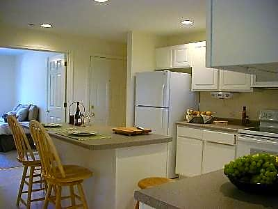 2000 / 4000 Mead Hill Apartments - Newmarket, New Hampshire 03857