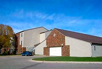 Carriage House Apartments - Moorhead, Minnesota 56560