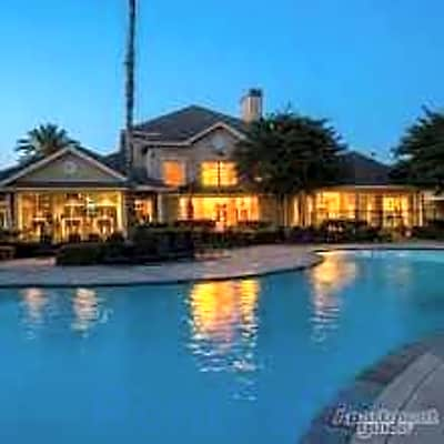 Villas At West Oaks - Houston, Texas 77082