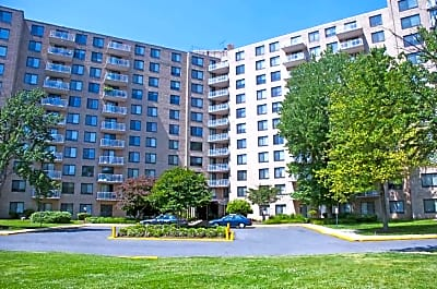 Plaza Towers Apartments - Hyattsville, Maryland 20782