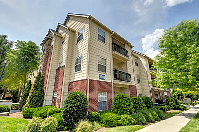Crowne At Campus Pointe Grand Avenue Knoxville Tn Apartments For Rent