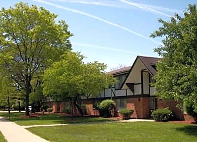 Tuscan Manor Apartments - Belleville, Michigan 48111