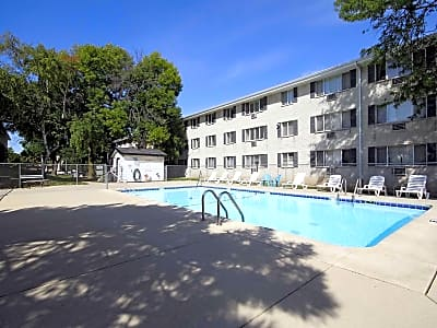 Lincoln Crest Apartments - Milwaukee, Wisconsin 53227