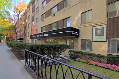 441 W. Barry - Chicago, Illinois 60657