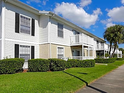 Clairmont On The Green - Largo, Florida 33771