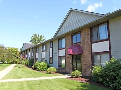 Ravenna Woods Apartments - Twinsburg, Ohio 44087