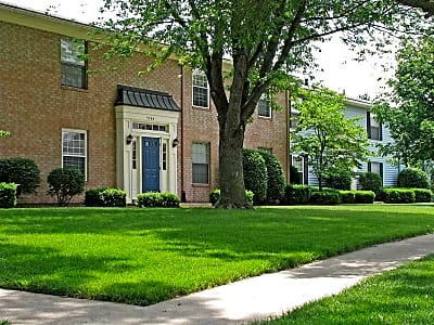 Williamsburg on The Lake Apartments of Elkhart - Elkhart, Indiana 46517