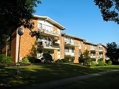 Pinecrest Apartments - Broadview Heights, Ohio 44147