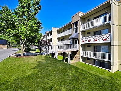 Lakeshore Drive Apartments - Cincinnati, Ohio 45237