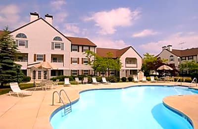 Courtyard Apartments - Sheboygan, Wisconsin 53083