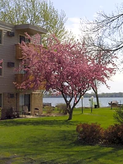 North Shore Apartments - Forest Lake, Minnesota 55025