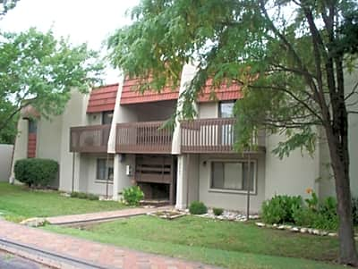The Aragon Apartments - Wichita, Kansas 67207