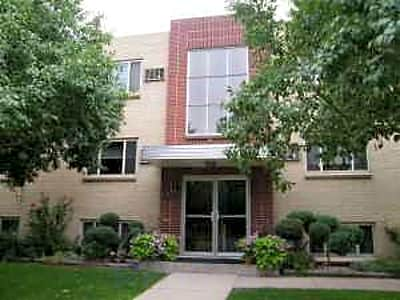 Broadmoor plaza w ida ave littleton co apartments for rent for Cheap 3 bedroom apartments in denver co