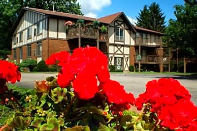 Sutton Club Apartments & Fitness Center - Kentwood, Michigan 49508