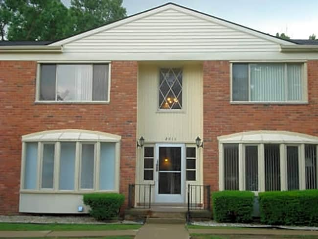 Cherokee Hills Apartments - Waterford, Michigan 48328