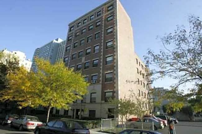 735 W Junior Terrace - Chicago, Illinois 60613