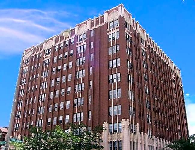 4423 Sheridan - Chicago, Illinois 60640