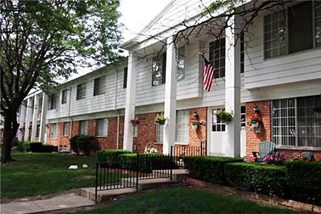 Hampton Court Apartments - Roseville, Michigan 48066