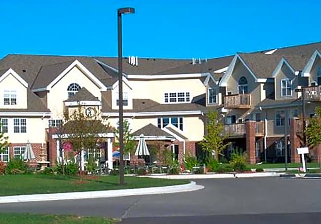 Quail Pointe Senior Luxury Apartments 50+ - Pewaukee, Wisconsin 53072