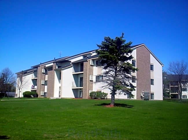The Fountains Apartments - Grand Rapids, Michigan 49546