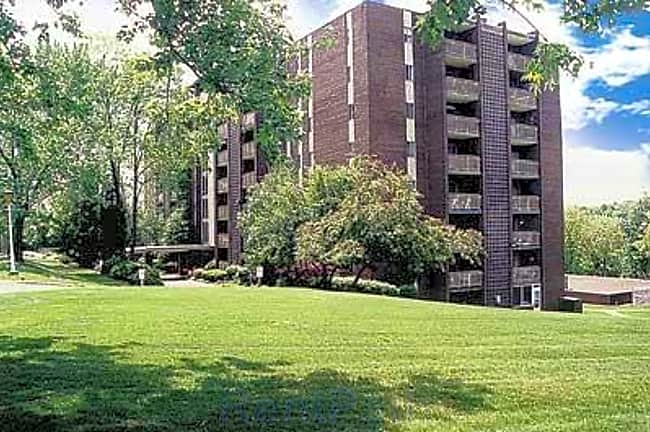 La Vale Apartments - Monroeville, Pennsylvania 15146