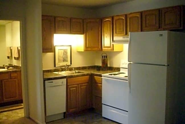 Springtree Apartments - Middleton, Wisconsin 53562