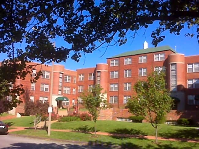 Devonshire Courtyard Apartments - Saint Louis, Missouri 63109