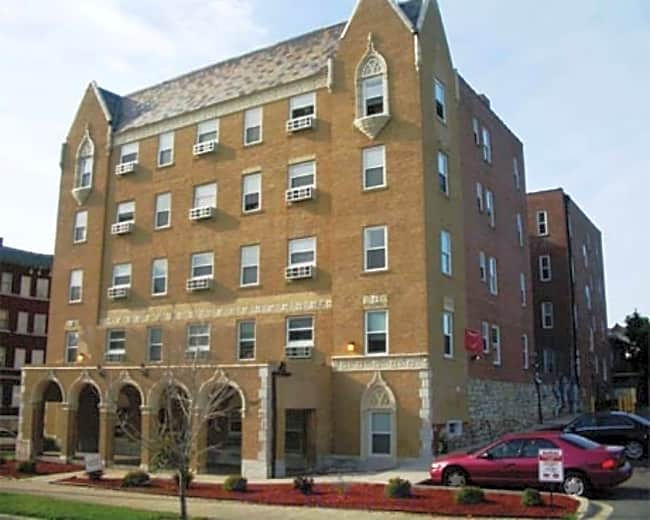 Emerson Manor Apartments - Kansas City, Missouri 64109