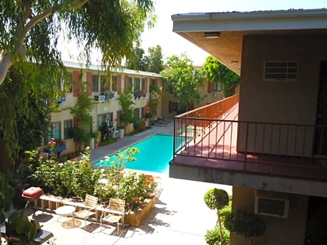 Executive House Apartments - Lake Balboa, California 91406