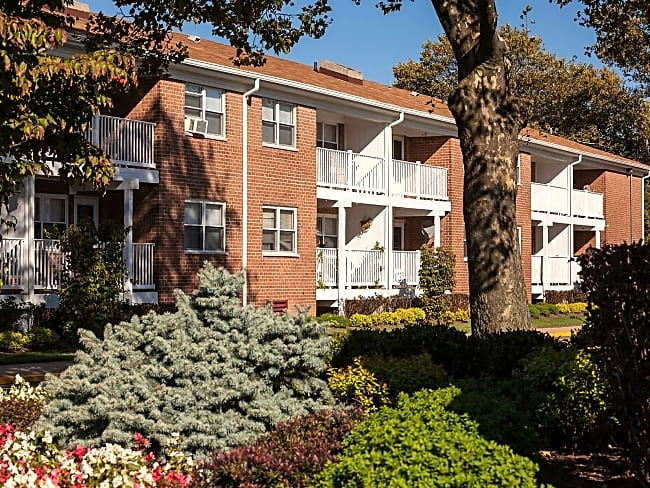 Crestview Apartments - Parlin, New Jersey 08859