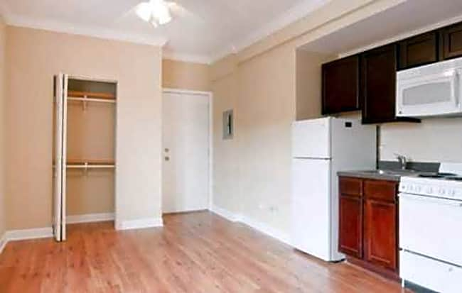 1135 West Pratt - Chicago, Illinois 60626