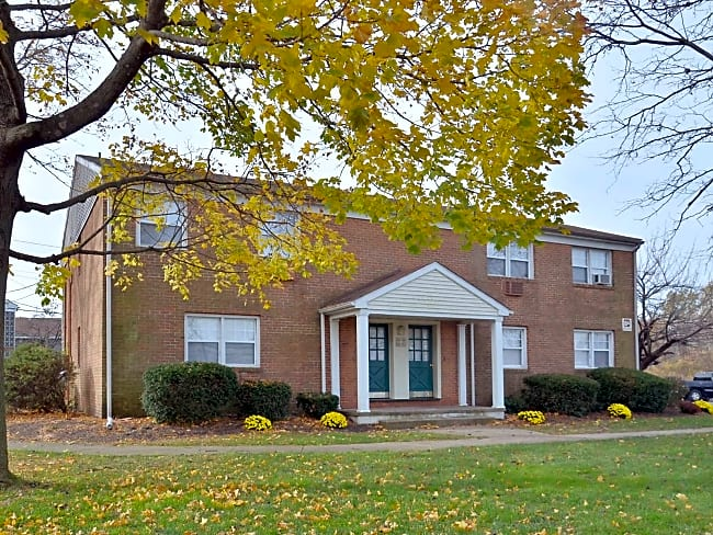 Woodland Springs Apartments - Burlington Township, New Jersey 08016