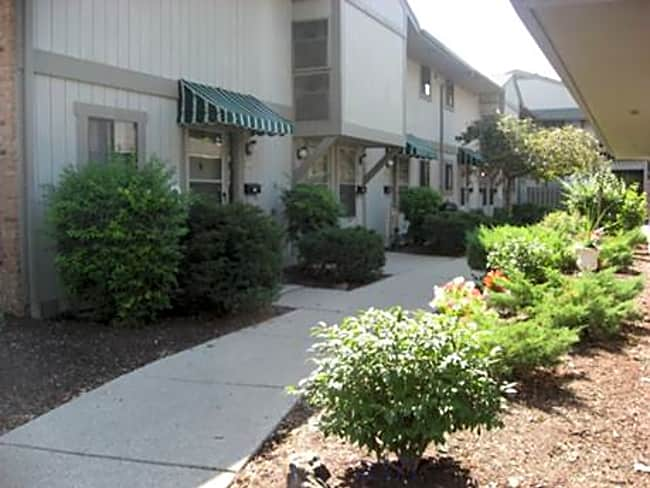 Tara Hill Apartment Homes - Greenfield, Wisconsin 53220