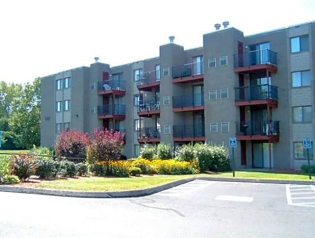 Elms Common Apartments - Rocky Hill, Connecticut 06067