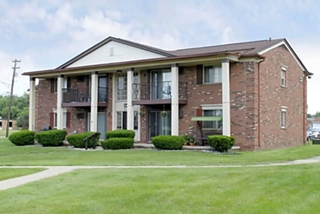 Williamsburg East Apartments - Warren, Michigan 48088