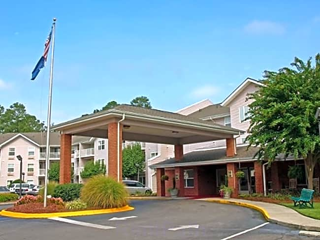 Forest Pines Independent Retirement Living - Columbia, South Carolina 29204