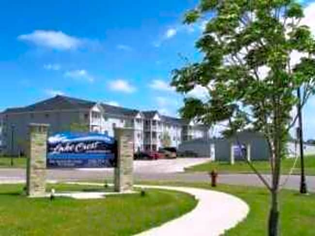 Lake Crest Apartments - West Fargo, North Dakota 58078