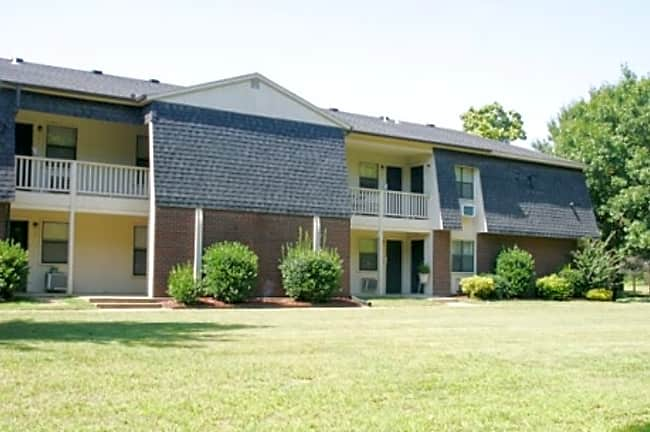 Chestnut Apartment Community - Fayetteville, Arkansas 72703