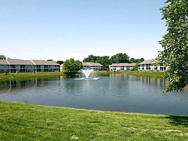 Washington Quarters Apartments & Villas - Avon, Indiana 46123