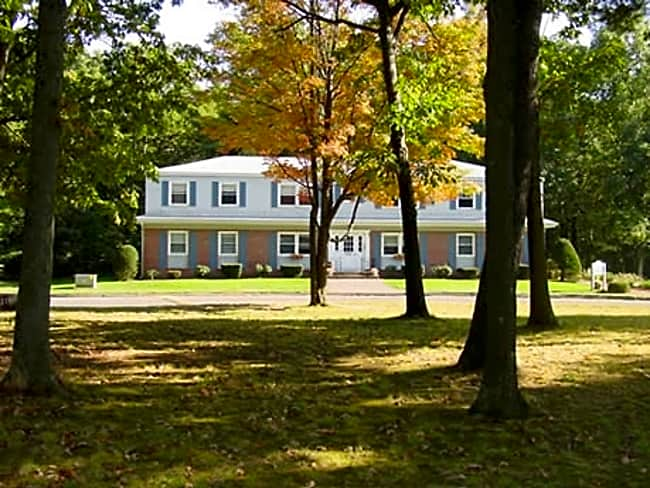 Lakewood Village Apartments - Southwick, Massachusetts 01077