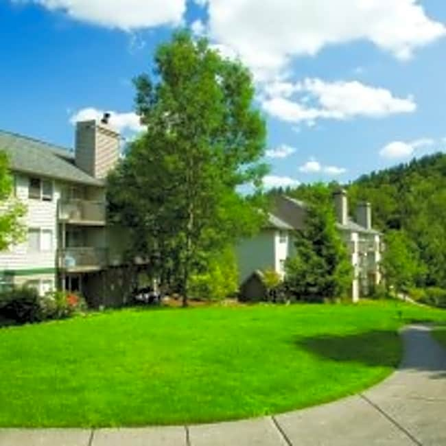 Creekside Apartments - Clackamas, Oregon 97015
