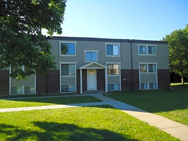 Crossroads Village Apartments - Liberty, Missouri 64068