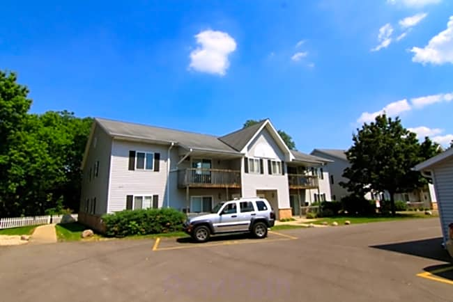 Washington Highlands Apartments - Janesville, Wisconsin 53548