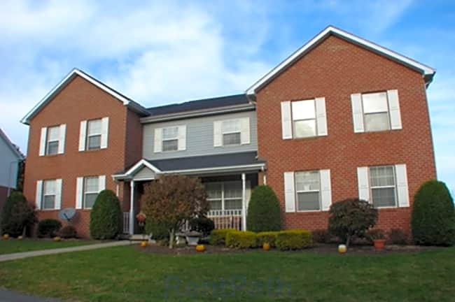 Edgewood Manor Townhomes - Hunker, Pennsylvania 15639