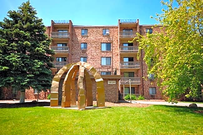 Woodview Apartments - Gurnee, Illinois 60031