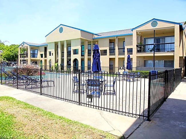 Pelican Reef Apartments - Seabrook, Texas 77586