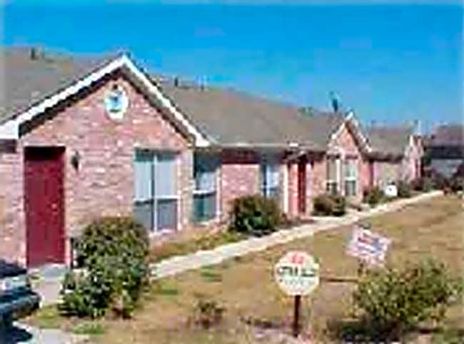 Sierra Vista Apartments - Midlothian, Texas 76065