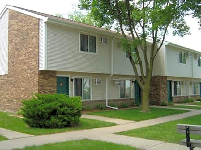 Forest Glen Townhomes - Muscatine, Iowa