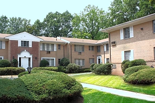 Park Ridge Apartments - Millburn, New Jersey 07041